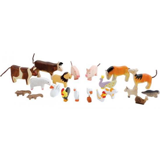 20 dieren uit hout gesneden