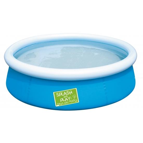 Blauw zwembad met opblaas rand