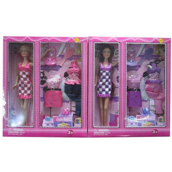 Pop Lucy met paarse kleding en accessoires