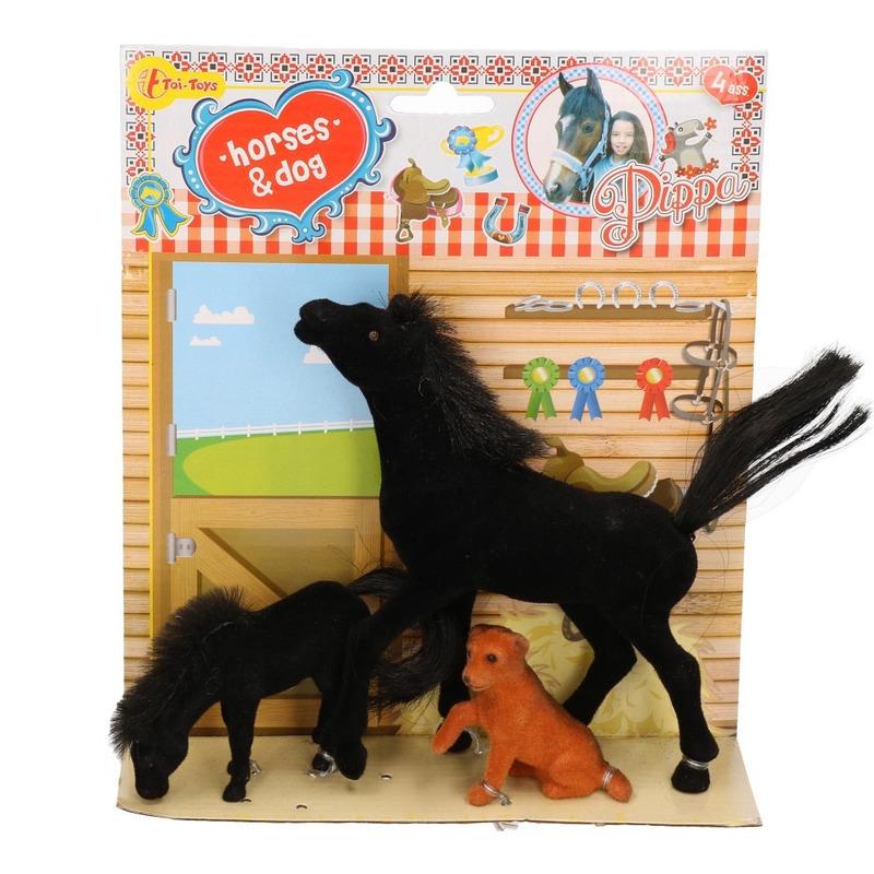 Speelgoed paarden zwart met veulen en hond