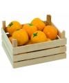 Houten sinaasappels in kist